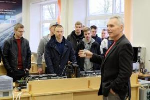 Tradicija tampantys Suomijos svečių vizitai fakultete