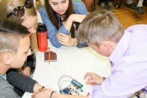 """KTU dėstytojų komanda aplankė """"Ateities laboratoriją 3D"""""""