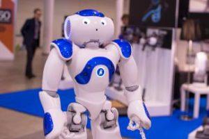 Neišvengiamai į žmogaus kasdienybę besiveržiantys robotai vis plačiau naudojami ir ugdymo procese