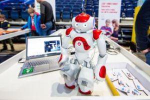Robotikos entuziastai susitinka Robotiadoje