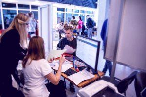 Elektros ir elektronikos fakultetas studijų sutarčių pasirašyme laukia savo būsimųjų studentų
