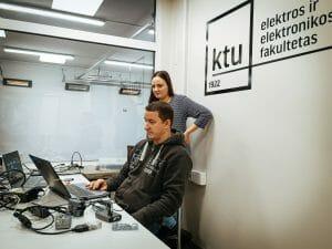 """Transporto elektronikos studentai sulaukė svečių įmonės UAB """"Atomis"""""""