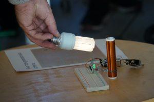 Elektros perdavimas oru – Šlienavos mokinių rankose